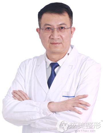 擅长冷冻溶脂的深圳福华专家李晓明