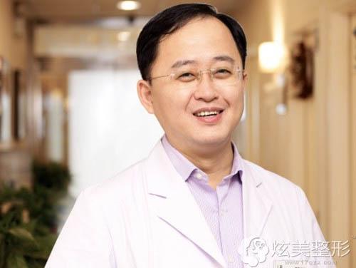 擅长眼部整形的重庆联合丽格专家曹阳