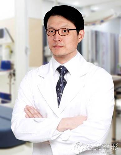 擅长吸脂的南京韩辰整形专家李炯柱