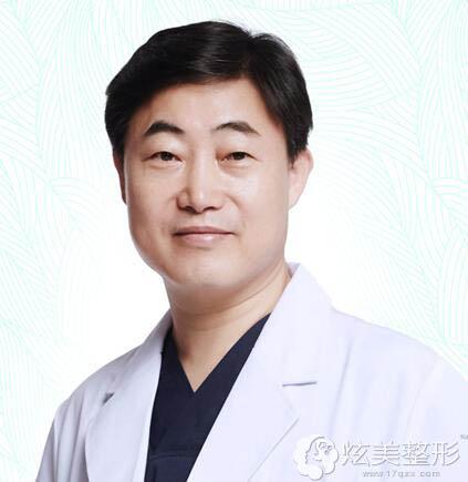专注鼻整形的广州苏亚妍雅专家黄寅守