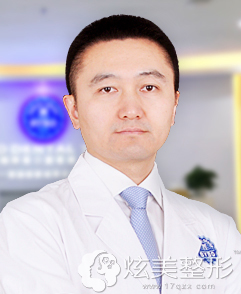 擅长种植牙齿的深圳拜博口腔医院专家李满园