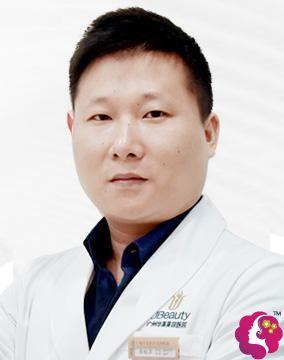 广州华美的口腔主治医师李柏洋