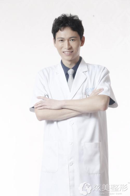 海南瑞韩专注吸脂手术的刘申松医生