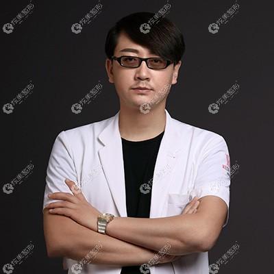 擅长脂肪移植的胡庆旭医生