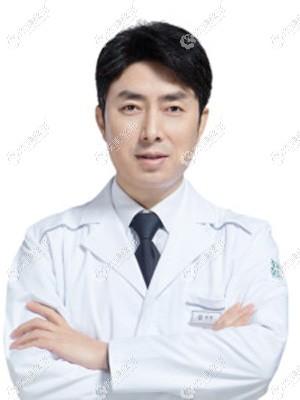 坐诊重庆军科的林勇医生