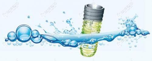 士卓曼钛锆合金材料具有亲水性