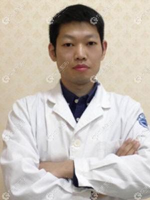 主做疤痕修复的单兴柱医生